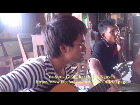 """Ya Suy trình bày bài hát """"Nơi ấy"""" tại nhà ở Lâm Đồng dịp Tết Quý Tỵ 2013"""