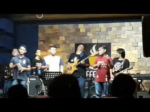 Mandiri trio live