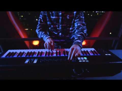 KOMPLETE x MASCHINE performance breakdown with Mark de Clive-Lowe | Native Instruments