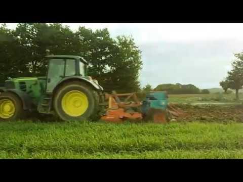 Les actions des agriculteurs se multiplient. En colère contre la suppression de l'abattement sur les charges patronales des travailleurs saisonniers, les Jeunes agriculteurs sont mobilisés ce lundi 24 septembre en effectuant des barrages filtrants sur l'A9 au niveau des péages de Nîmes et Perpignan.