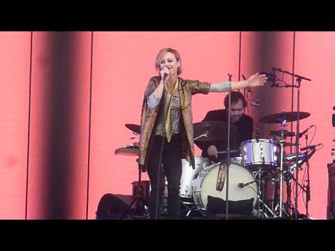 VANESSA PARADIS feat. Benjamin Biolay : La Seine, live@Solidays, Paris, 29 juin 2014