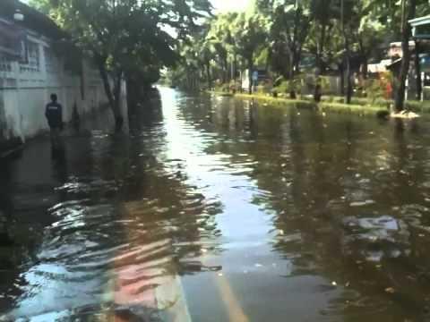น้ำท่วมกรุงเทพ หน้าสยามเฟิร์สประชานิเวศน์1 ปี 2554