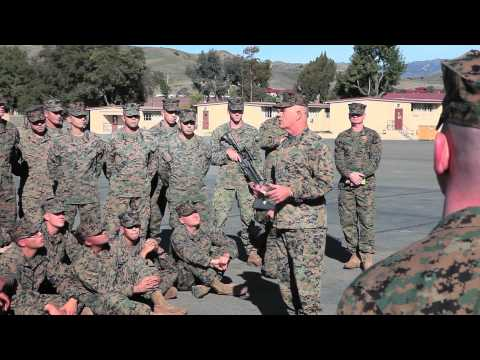 General Visits 4th Recon Marines