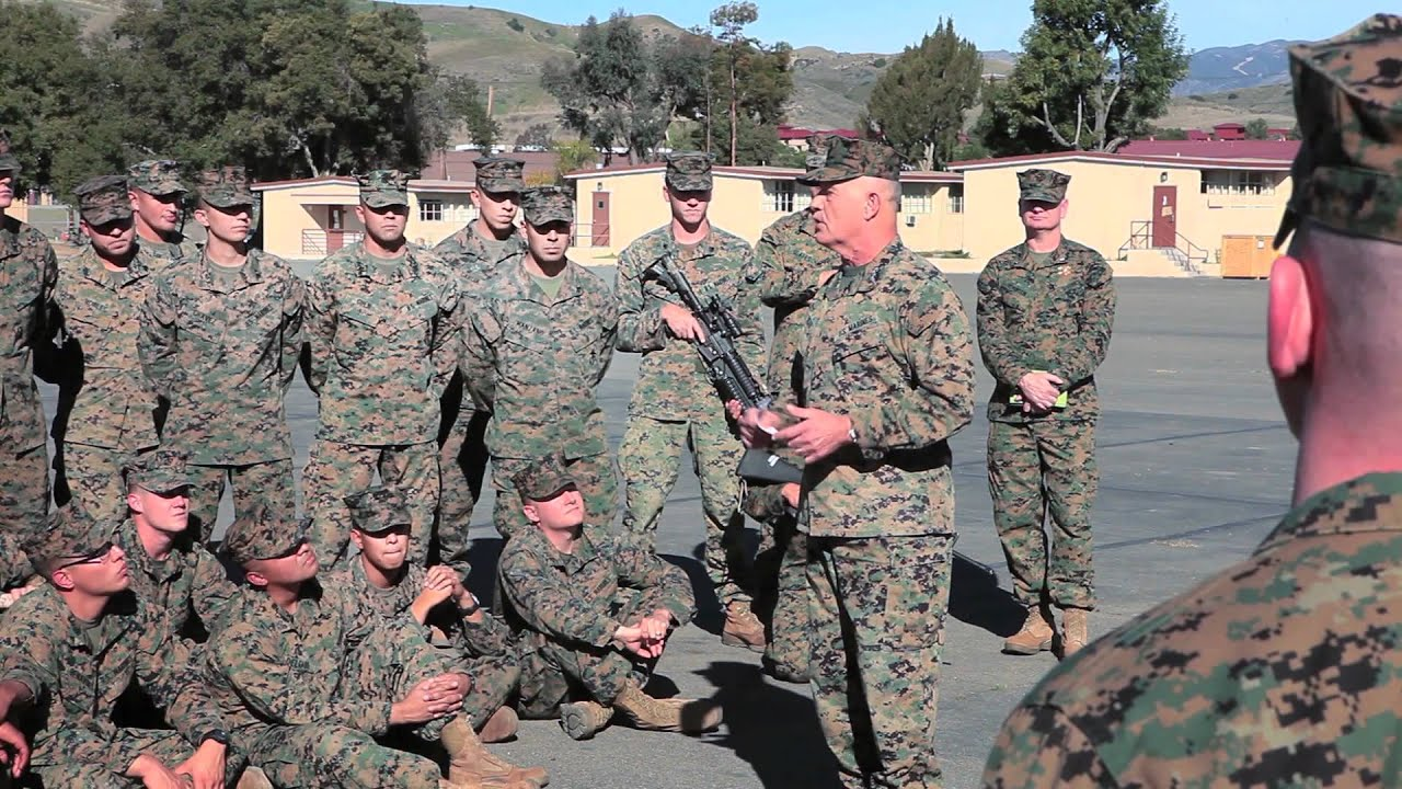 General visits 4th Recon Marines - YouTube
