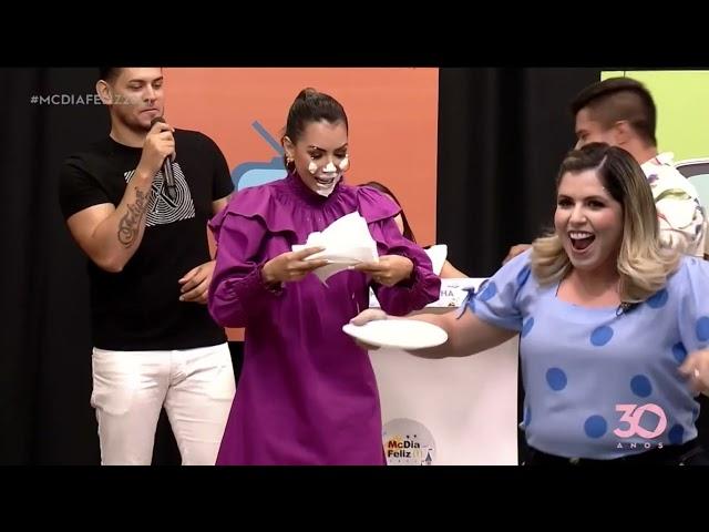 Fernanda leva torta na cara de Karine - MC Dia Feliz 2021