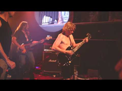 ac/dc-rare-song--beating-around-the-bush--live-by-ballbreakers
