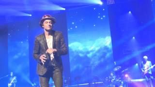 Yannick Noah - La Voix des Sages (No More Fighting) (live Arena Genève 27/11/14)