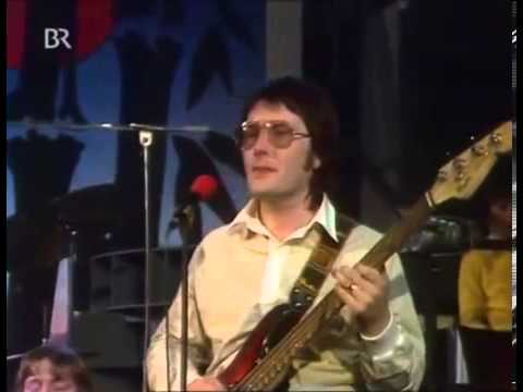 Raphael Ravenscroft featured saxophone soloist Gerry Rafferty   Baker Street Live TV