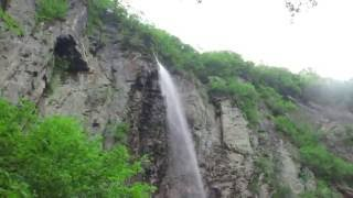 長野県須坂市にある、日本の滝100選のひとつ、 米子(よなこ)大瀑布です。 もう圧巻の一言! 必見です!!