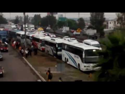 Transportistas se manifiestan en la autopista México-Querétaro.