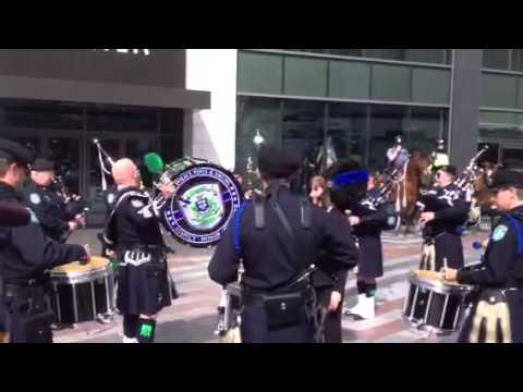 Seattle Police Pipe and Drum Band raises money for Oso mudslide victims
