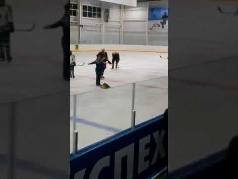 Пьяная женщина прервала хоккейный матч в Буденновске