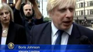 Zprávy NTD - Obyvatelé zasažených londýnských čtvrtí vyčítají politikům nedostatek akce