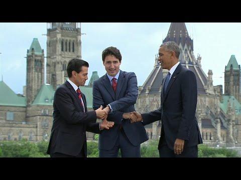 Watch: Obama takes part in awkward 3-way handshake