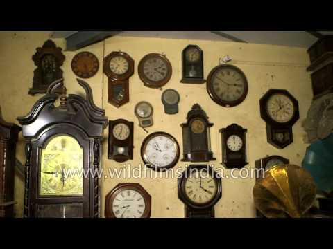 Antique wall clock and gramophone shop in Delhi