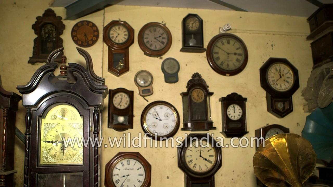 Antique wall clock and gramophone shop in Delhi