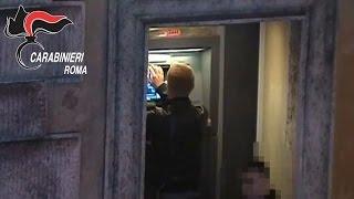 Roma, tentano di clonare carte di credito e bancomat: arrestati 2 romeni