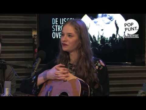 Chajah, interview en akoestische sessie op showcasefestival  'De IJssel Stroomt Over'.