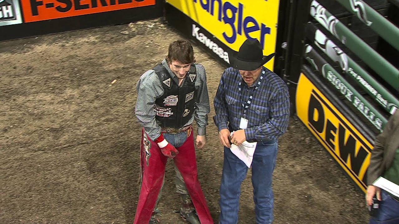 Mason Lowe Rides Little Red Jacket For 89 25 Points Pbr