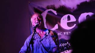 Steve Daggett  performing the Lindisfarne classic, Meet Me on the Corner @ Ceol (Campbeltown)