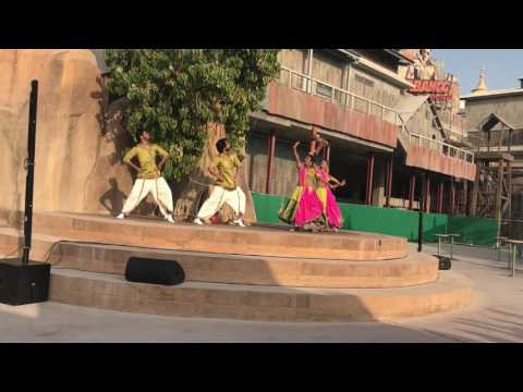 Bollywood troupe dance at Bollywoodparks dubai