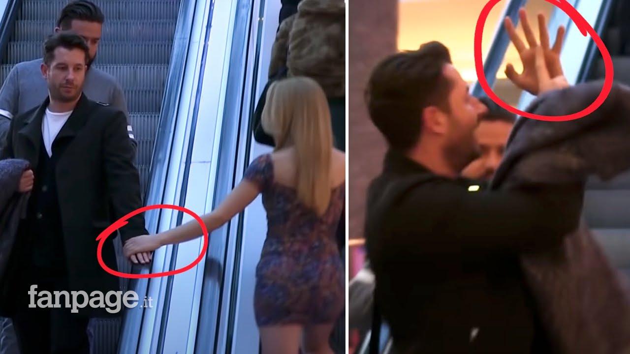 外国のドッキリ映像。すれ違う男性の手を…wwww