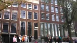 2009/10/11 長い行列。アンネ・フランクの家はここです。 Many people a...