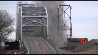 Raw Video: Last span of the Fairfax bridge comes down