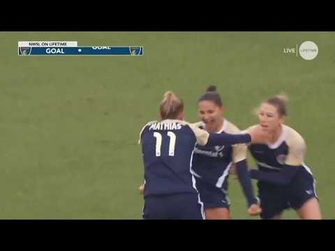 GOAL: Debinha with the 1st goal of the 2018 NWSL season