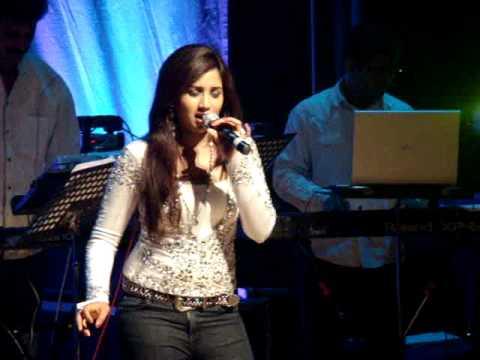Shreya Ghosal LIVE in London--'Mere Dholna, aami je tomar'