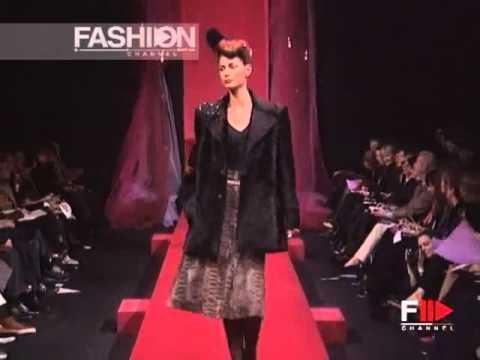 Elsa Benitez at Christian Lacroix fall 1998 fashion show ...