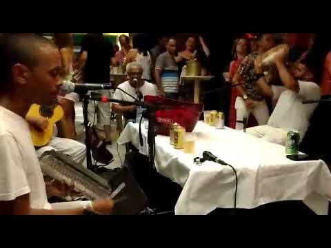 Samba ao vivo no Bar e restaurante Paris Lounge