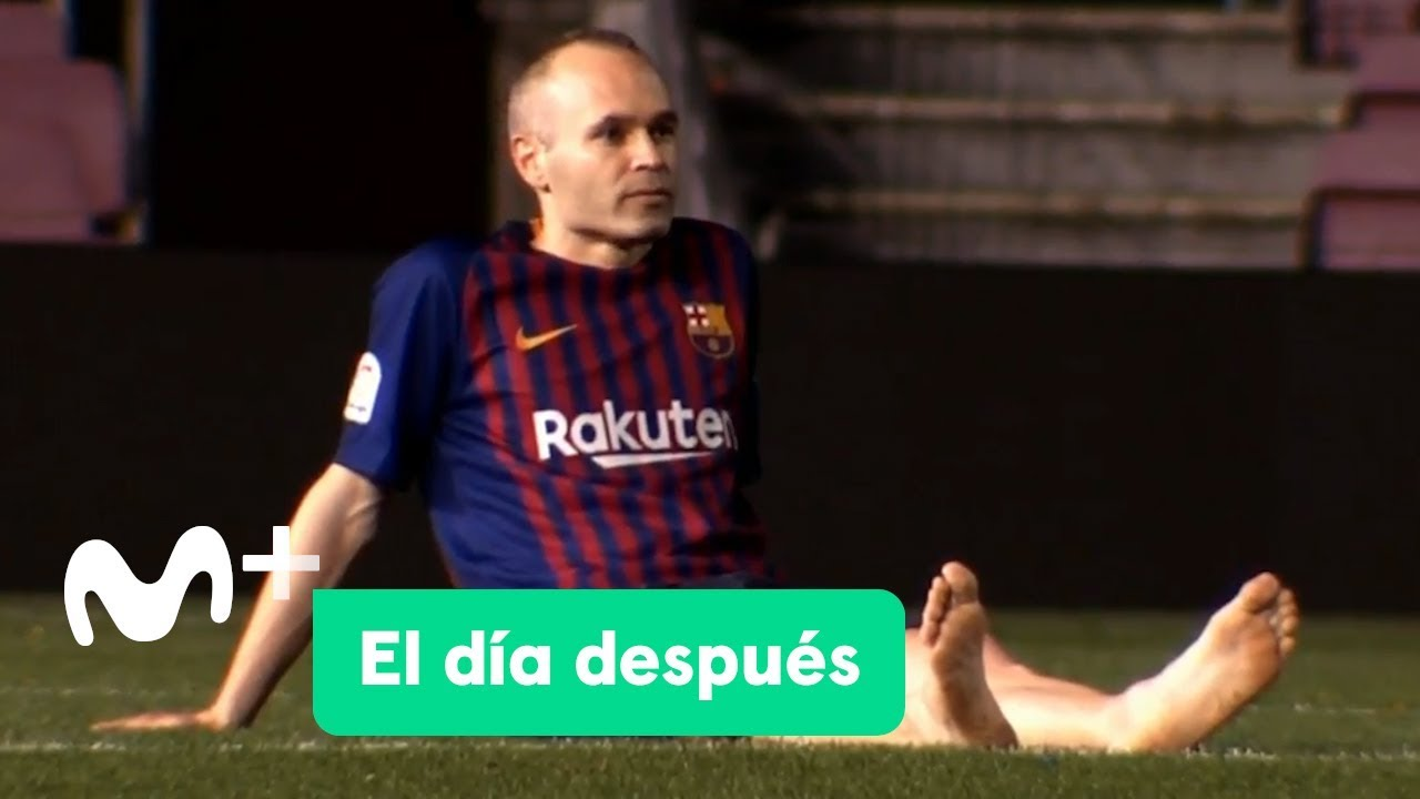 Heartbreaking video of Andrès Iniesta, arguably the best midfielder of all time, in his last moments on the Camp Nou pitch at 1AM, nearly 3 hours after his last game with FC Barcelona ended. He spent 22 years with the club.