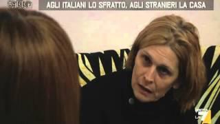 Repeat youtube video PAZZESCO A #VELLETRI CACCIANO GLI ITALIANI E DANNO LA CASA AGLI STRANIERI