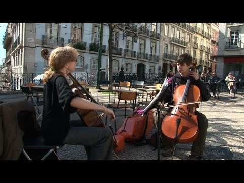Lisbon's music teachers take their classes to the streets