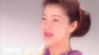 デビュー10周年記念曲。阿久悠作詩、宇崎竜童作曲のレゲイ作品。