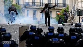 فيديو.. إطلاق الغازات المسيلة للدموع لتفريق المحتجين في الشانزليزيه