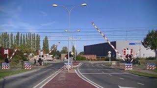 Spoorwegovergang Middelburg // Dutch railroad crossing