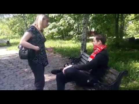 tolpa-golodnih-muzhikov-poymala-blondinku-v-parke-muzhik-ebet-muzhika-video-onlayn