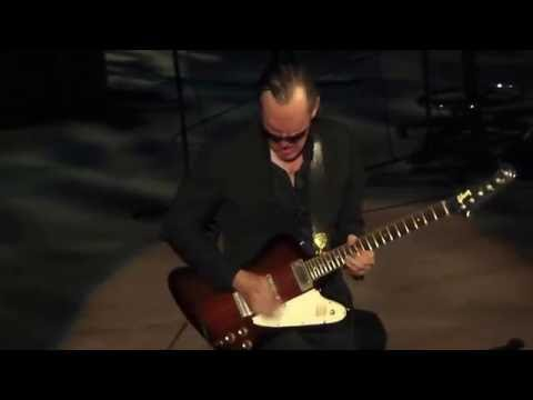 This is incredible!! Joe Bonamassa killer instumental Black Winter /Django~7/19/16