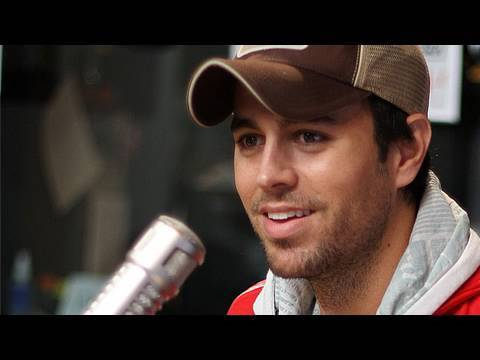 "Enrique Iglesias Premieres ""I Like It"" 