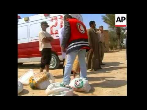 Red Crescent distributing aid to Samarra residents