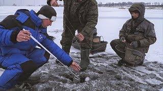 ПОТРАПИЛИ НА ЖОР ЩУКИ !! Прапори злітають один за іншим! Риболовля на жерлицы по першому льоду!