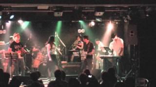 大人バンドです。 2013年7月14日、ライブハウスSOMAにて。 大人バンド V...