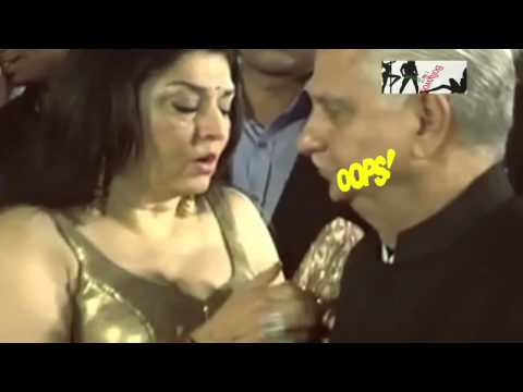 Ramesh Sippy's wife Oops! Moment
