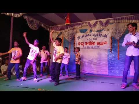 aaj ki party meri taraf se    group dance   by kanha and group