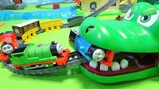 Thomas is caught by a huge crocodile!Spo Spo to crocodile!for kids!yupyon