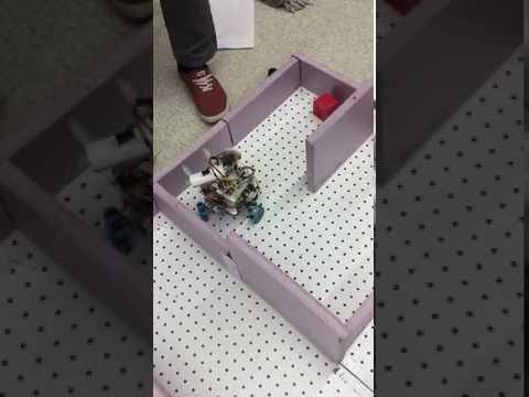 Autonomous Robot Navigates Maze
