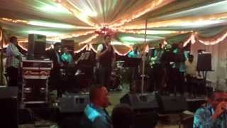 Lucky Singh - Mast kalandar with special intro live in Suriname