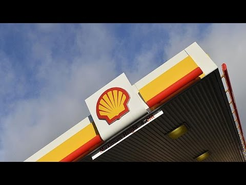 Shell misses profit forecasts, to cut spending in face of lower oil prices